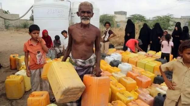 也门民众面临供水中断问题。