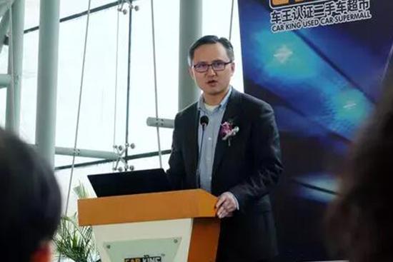 车王华北大区总经理徐延明先生为现场来宾介绍车王二手车业务