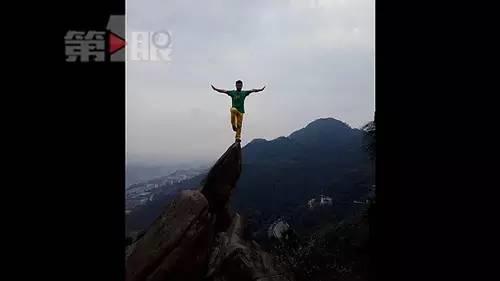 杜先生介绍,当时自己不小心踩滑,摔下十余米高的悬崖,尽管有下意识的保护动作,但还是受了一些轻伤,不过并无大碍。