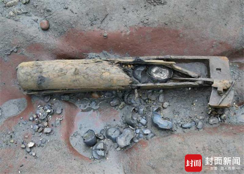 张献忠沉银文物:木鞘藏银 龙纹金器或为皇家持
