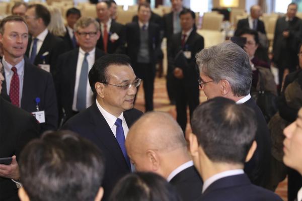 李克强回应国际知名人士:全球化问题需要全球人携手解决