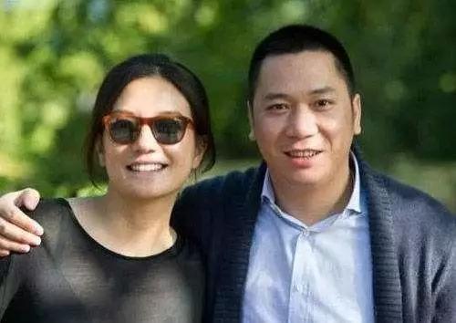 揭赵薇夫妇富豪朋友圈:同马云唱歌 陪王健林吃饭