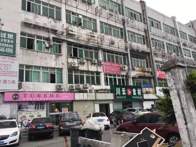 3月19日,公司秘闻赴深圳文化国际大厦探访,发现其29层正在施工,该楼层的公司已经搬空。
