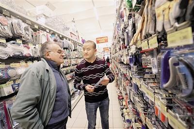 中国山里娃意大利当超市店长 每月营业额20万欧
