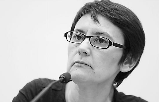 """""""我参选不是为了当总统,而是为了让资本主义制度分崩离析!""""据法新社19日报道,法国2017年总统选举共11人拿到了法定的500张市长支持票,有权进入竞争,其中包括两名女性。除了极右翼政党国民阵线主席玛丽娜・勒庞之外,另一名女性候选人――极左翼工人斗争党发言人娜塔莉・阿尔托因其与勒庞截然相反的立场以及""""乌托邦式""""的竞选纲领引起媒体关注。"""