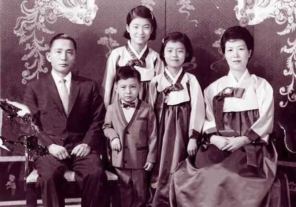 朴槿惠家人的合影