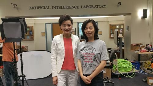 杨澜采访美国斯坦福大学亚博体育APP小程序实验室主任 李飞飞