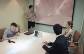 男主管开会放日本爱情片