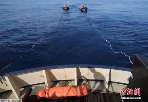 另据路透社报道,一同参与救援的意大利海岸护卫队发言人证实了五人死亡的消息。