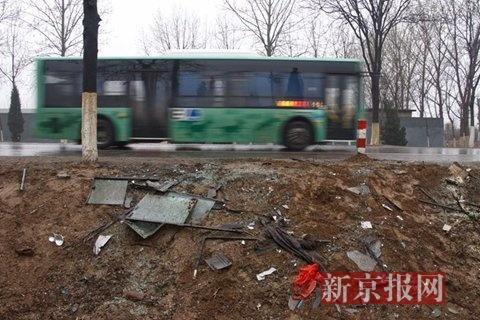 北京一大货车逆行超车与公交相撞15人送医