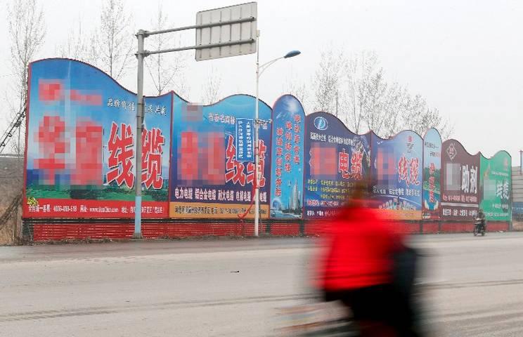 """但是在河间市古仙镇王王士由村,这个在中国农村再普通不过的村子,要想找到""""王志伟""""老家真是费了一番周折。"""
