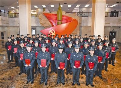 火箭军举行授衔仪式 51名导弹兵戴上士兵最高军衔
