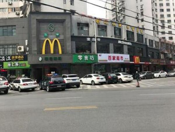 陷入纠纷的南京丹凤街麦当劳餐厅已关门两个多月。现代快报 图