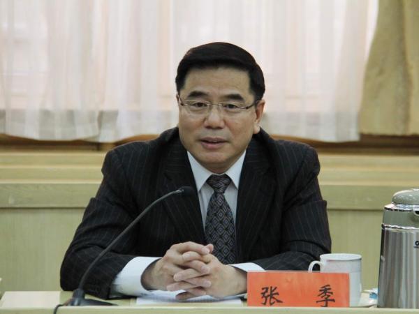 张季(1959.11)是山东昌邑人,在职研究生,经济学硕士,1977年8月参加工作,1985年6月加入中国共产党。