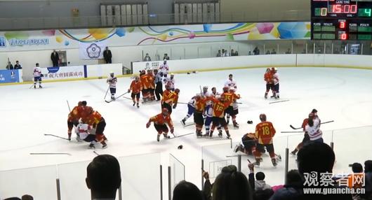u18贴片世锦赛中国队与中华台北队打群架疑因冰球挑衅(观众)框视频视频图片