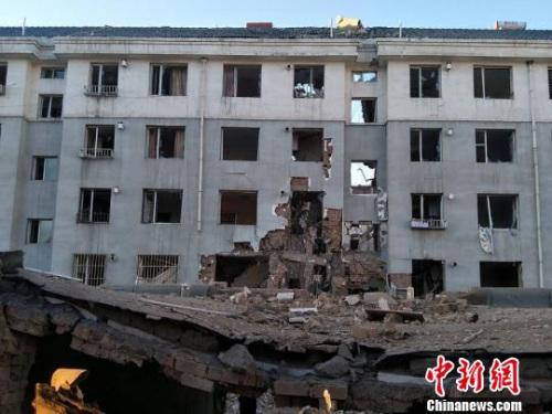 内蒙古居民楼爆炸亲历者:两次爆炸后楼体坍塌