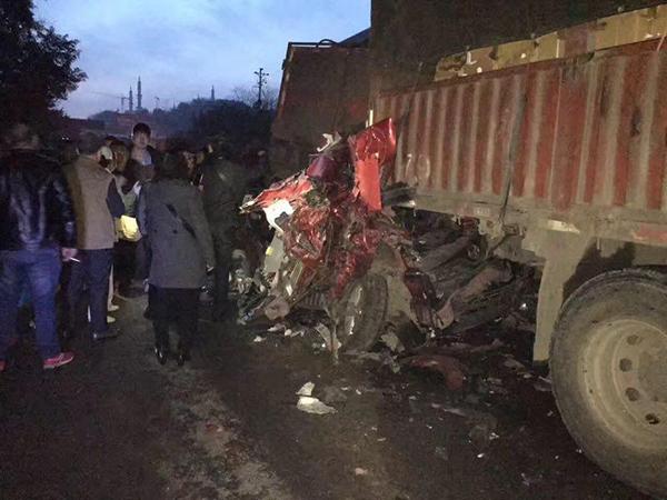 经典情话重庆一隧道内22车连撞致8伤 系驾驶员操