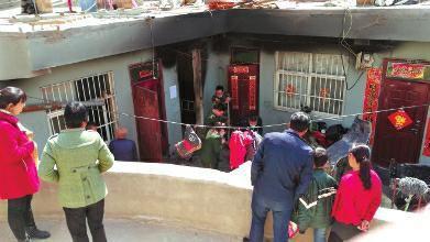 母亲外出将子女反锁屋内房间失火二人不幸身亡