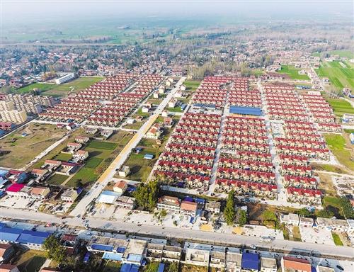 用于黄河滩区群众搬迁的兰考县谷营镇姚寨新村社区(2016年11月8日摄)。新华社记者 李 博摄