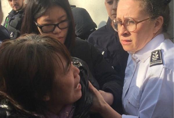 旅法中国公民与警察冲突被打死 当地华人抗议