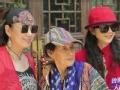 《鲁豫有约大咖一日行片花》杨丽萍携鲁豫探望80岁母亲 杨妈妈合照大秀pose
