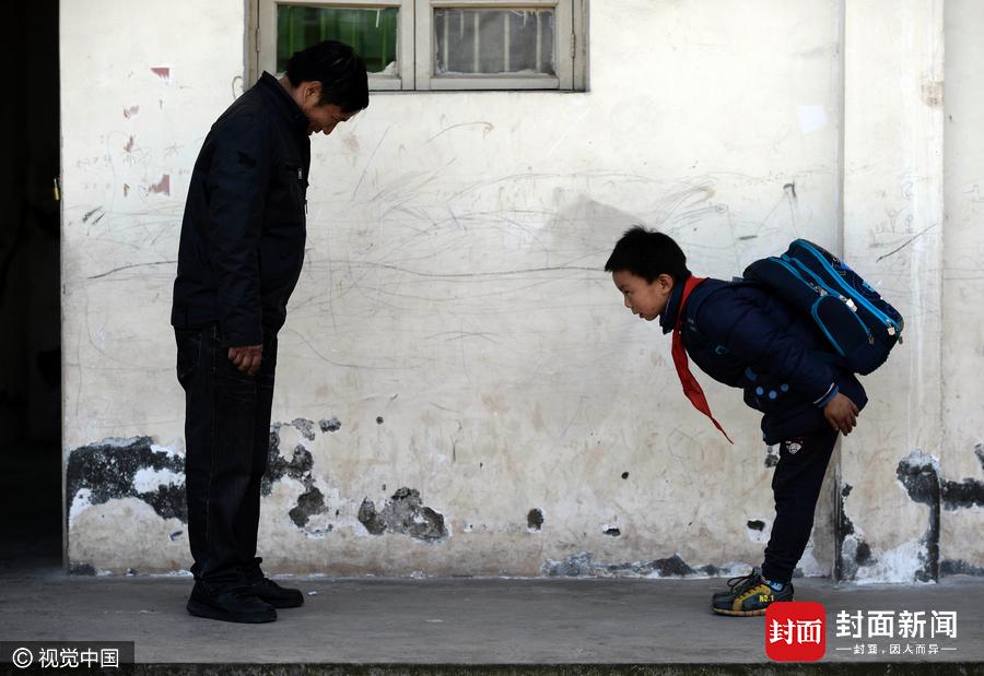 重庆一学校仅一位学生校长既是厨师更是爷爷