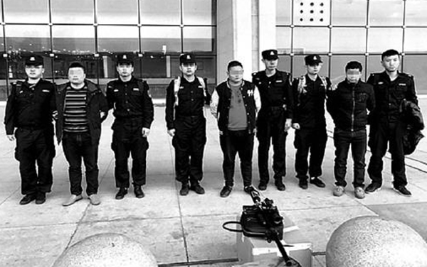 犯罪嫌疑人被押解回宁波。