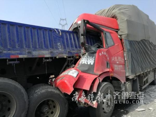 5起交通事故,涉及车辆22辆,其中大货车20辆,小货车2辆。本文图片 齐鲁晚报