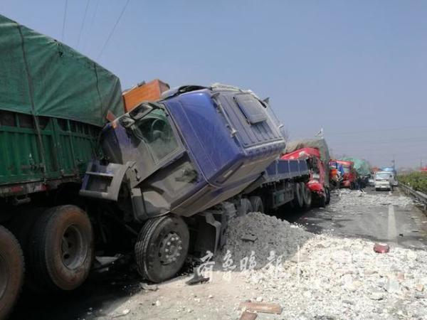 山东泰新高速突发交通事故,已致2人死亡10人受伤