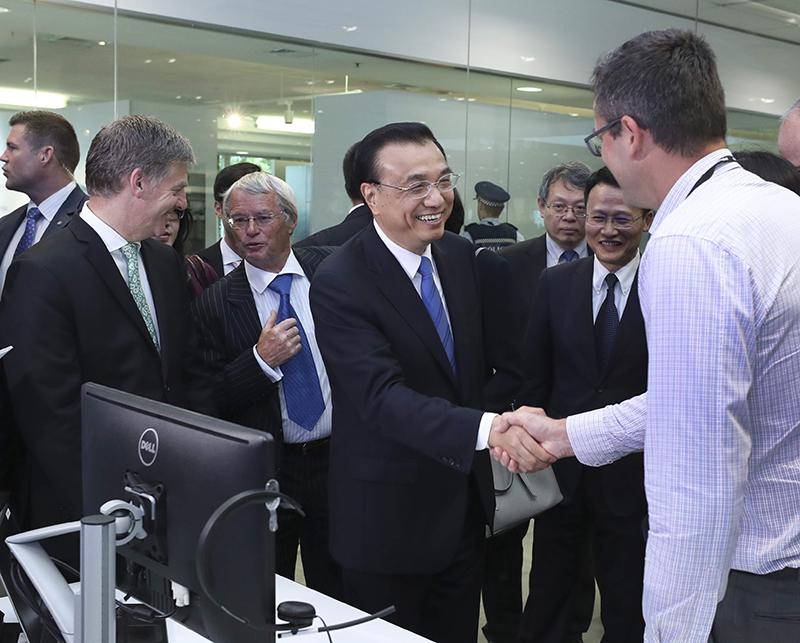 李克强参观海尔—斐雪派克公司奥克兰研发中心。
