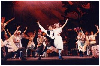 (1996年中央戏剧学院首届音乐剧班演绎《想变成人的猫》)