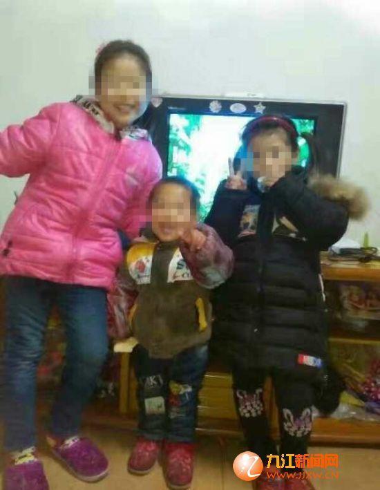 死者留下的三个儿女成了孤儿。九江新闻网 图