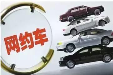 """在北京,不少乘客已经感受到了叫车越来越难。有业内人士认为,滴滴叫停外牌车的影响大家会很快感受到,这部分影响主要在快车和专车上。而与发愁的非京牌司机不同,很多""""京人京牌""""并且符合细则规定的网约车司机则对未来充满了期待。"""