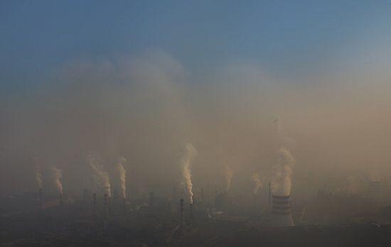作为雾霾污染重灾区,河北多城市长期占据全国空气质量最差城市排名前十。