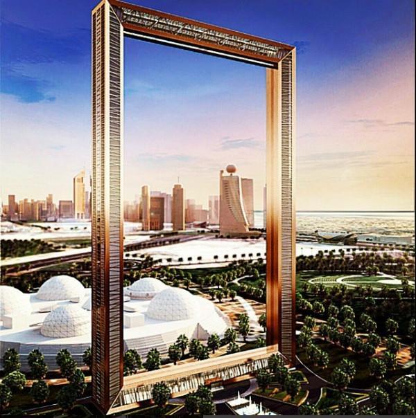 """建成之后,预计每年将吸引200万游客前来,大家可以从""""相框""""顶部眺望整个迪拜全貌。"""