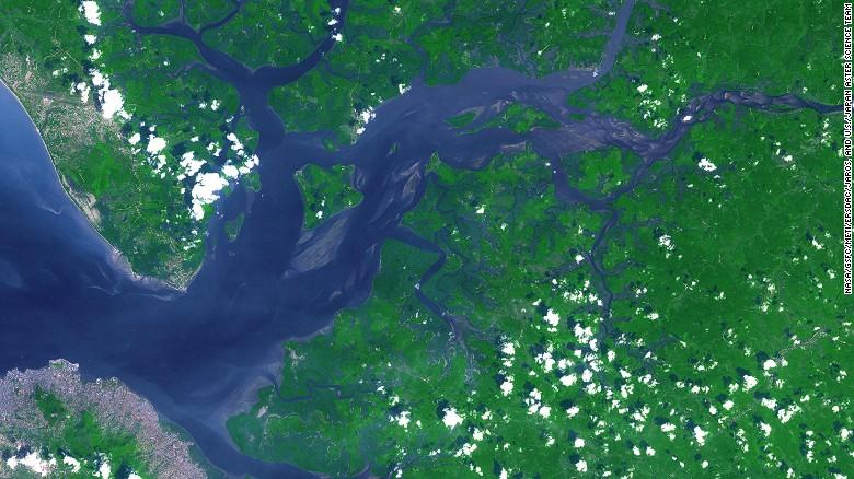 美国国家航空航天局Terra卫星2014年拍下的塞拉利昂河俯瞰图