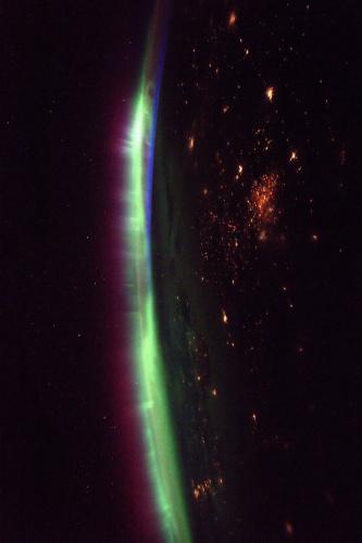 这张图片由宇航员佩斯奎特拍摄于3月27日。(ESA/NASA)