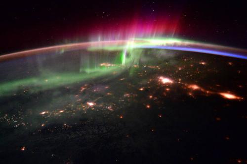 太平洋西北部的极光景色。(ESA/NASA)