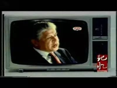 1985年,著名演员李默然接拍了三九胃泰的广告,这是改革开放后第一次名人做广告。