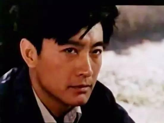 周里京在电影《肖尔布拉克》(1984)中饰演男主角。