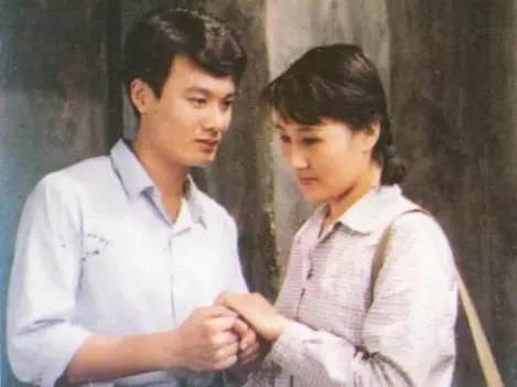 孙松在《渴望》中饰演王沪生。