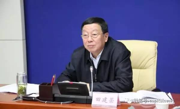 长安街知事APP发现,年龄相仿的两人从政资历和路径,高度相似。
