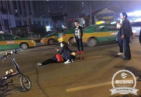 4月6日凌晨,目击者拍下的事发现场图。 西安新闻网 图