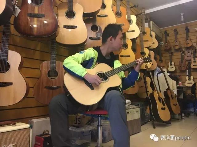 """""""网红""""吉他少年:我不是天才99.999%是练出来的"""