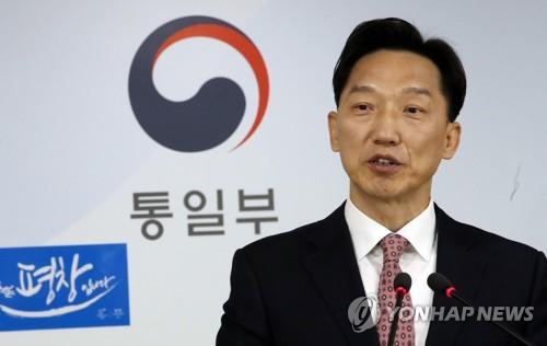 """韩国统一部发言人李德行10日在例行记者会上表示""""不必过于担心""""美国会先发制人攻击朝鲜。"""