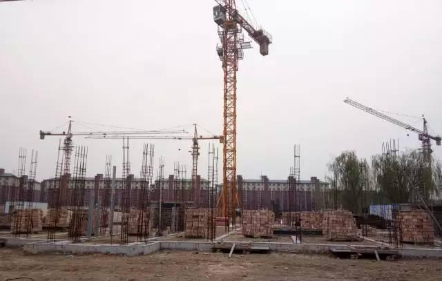 东城花园已建好和待建的商品房 图/李英强