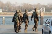 实拍朝鲜边境:军人巡逻