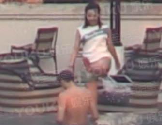 4月12日,据全明星探直播,曝料白百何婚内出轨,两人密游泰国,甜蜜戏水,男方还有了生理反应。