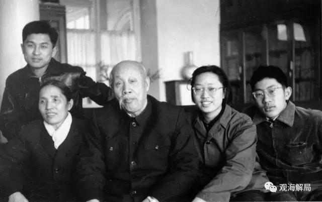(董必武一家,摄于1962年)