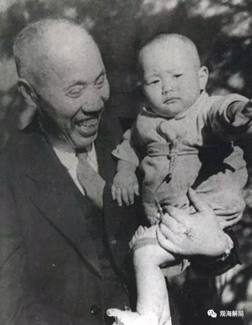 (董必武与董良翮,摄于1946年)